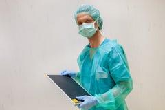 放射学技术员在手术室 图库摄影