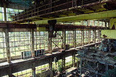 放弃,毁坏由战争和特克瓦尔切利能源厂长得太大的机械  图库摄影