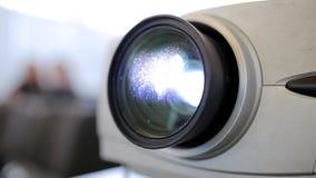 放映机播放录影 股票视频