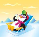 放松与一份被冰的饮料的企鹅 图库摄影