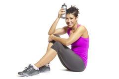放松在体育运动成套装备的少妇 免版税图库摄影