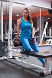 放松在健身房的健身女孩 库存照片