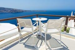 放松在圣托里尼,希腊 免版税库存照片