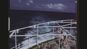 放松在巡航划线员的甲板的乘客 影视素材