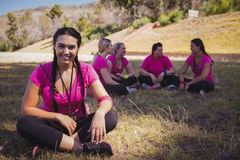 放松在新兵训练所的女性教练员 免版税库存照片