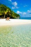 放松在椅子-美丽的海岛 库存照片