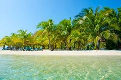 放松在椅子-美丽的海岛 图库摄影