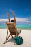 放松在海滩的人 免版税库存图片
