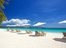 放松在海滩的区域 免版税图库摄影