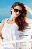 放松在海滩的少妇 图库摄影