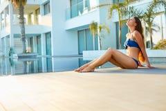 放松在温泉和度假旅馆的妇女 库存图片