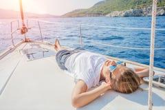 放松在游艇的女孩在希腊 库存图片