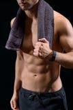 放松在行使以后的肌肉人 库存照片
