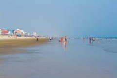 放松在晴朗的海滩 库存图片