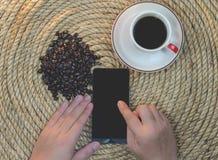 放松在黄麻绳索的饮料咖啡 库存图片