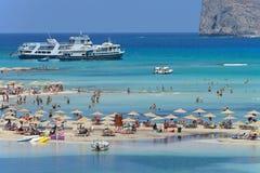 放松在Balos海滩的人们在克利特 免版税库存照片