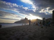 放松在ipanema海滩 免版税库存照片