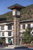 放松在Paro,不丹大广场的人们  免版税库存图片