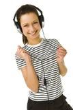 放松对妇女年轻人的听的音乐 免版税库存照片