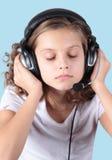 放松并且听音乐! 免版税库存图片