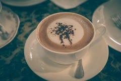 放松时间用在咖啡咖啡馆的咖啡 免版税库存照片