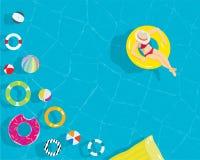 放松有五颜六色的游泳圆环海滩球的少妇在手段游泳池 图库摄影