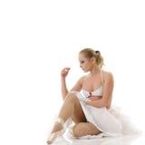 放松的跳芭蕾舞者 库存图片