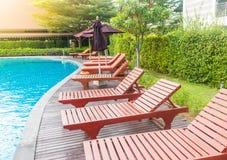 放松的水池与阳光 免版税库存图片