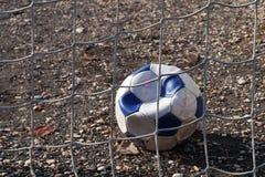 放气的soccerball 免版税库存图片