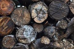 放置从老日志的木柴时髦的背景 库存照片