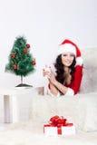 放置圣诞老人佩带的妇女的服装辅助&# 免版税库存图片