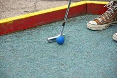 放置在微型高尔夫球 免版税库存照片