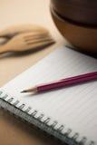 放置在笔记本的铅笔 免版税库存图片