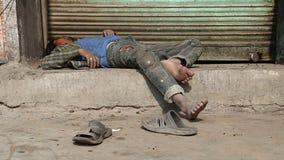 放置在街道的睡觉的印地安人在乔德普尔城 股票录像