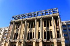 放置户外站点的砖建筑 免版税库存照片