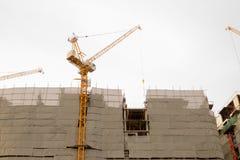 放置户外站点的砖建筑 免版税图库摄影