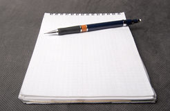 放置机械笔记本铅笔 库存图片