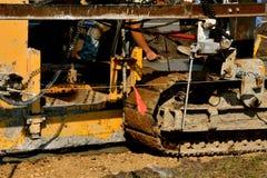 放置混凝土的机器创造一条新的边路 免版税库存照片