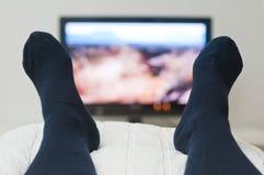 放置电视注意的河床 免版税库存图片