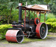 放置的老蒸汽路辗设备沥青 图库摄影