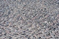 放置铺路板和摊铺机的概念 铺路石 混凝土路面块 库存照片