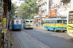 政府在加尔各答,印度跑公共汽车和电车 免版税库存照片
