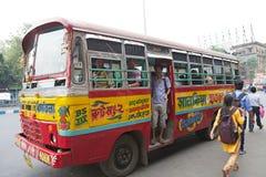 政府奔跑公共汽车在加尔各答,印度 库存照片