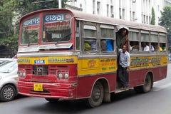 政府奔跑公共汽车在加尔各答,印度 免版税库存图片