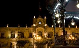 政府瓜达拉哈拉墨西哥晚上宫殿 免版税库存图片