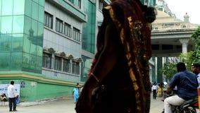 政府综合医院在金奈,有走外面在政府医院的医科学生的人们 股票录像