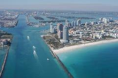 政府裁减,迈阿密地平线和海滩天线  免版税库存照片