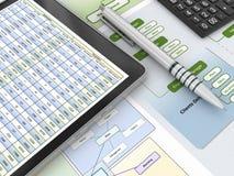 财政报告和数字式片剂 图库摄影