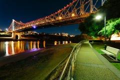 故事桥梁在晚上 库存照片
