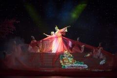 故事通过年龄特性和歌曲押韵中国民间舞 免版税库存照片